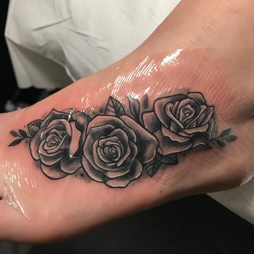 万小姐脚背玫瑰纹身图案图片