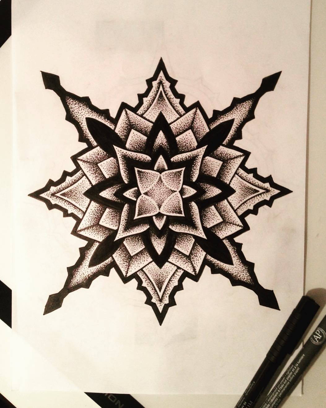 做培训老师的庞小姐梵花纹身手稿